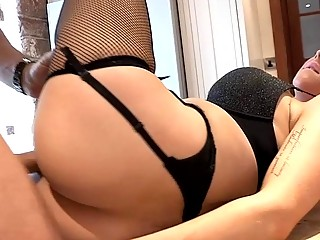 Delilah Dash is so sexy blonde babe