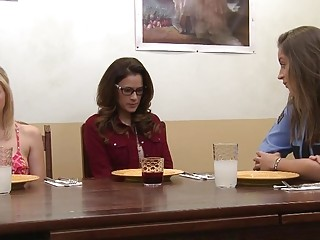 Tara Morgan and Vanessa Veracruz Loves Pussies