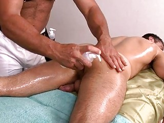 Carnal and gratifying homosexual massage session