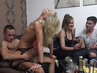 Amateur Ridding single Cocks at Home Swingers