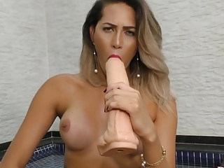 Trans Babe Bella Atrix Destroys Her Asshole with a Huge Dildo and a Machine