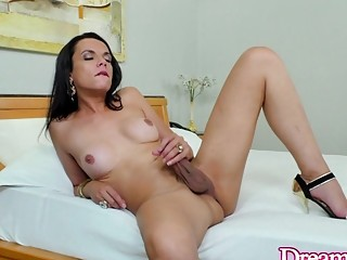 Horny Tgirl Laisa Lins Knows Her Hand Can Never Match a Dildo Machine